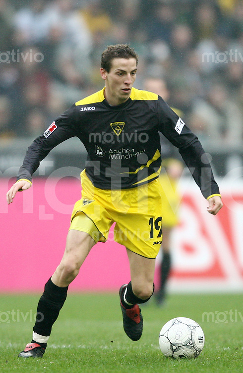 Fussball 1. Bundesliga Saison 2006/2007    21. Spieltag           Borussia Moenchengladbach - Alemannia Aachen Jan SCHLAUDRAFF (Aachen), Einzelaktion am Ball.