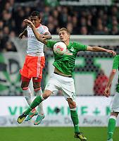 FUSSBALL   1. BUNDESLIGA  SAISON 2012/2013   6. Spieltag   SV Werder Bremen - FC Bayern Muenchen          29.09.2012 Luiz Gustavo (li, FC Bayern Muenchen) gegen Nils Petersen (re, SV Werder Bremen)