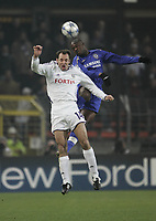 Photo: Barry Bland.<br />RSC Anderlecht v Chelsea. UEFA Champions League.<br />23/11/2005.<br />Bart Goor and William Gallas (R).