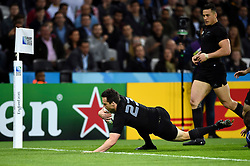 Ben Smith of New Zealand scores a try - Mandatory byline: Patrick Khachfe/JMP - 07966 386802 - 24/09/2015 - RUGBY UNION - The Stadium, Queen Elizabeth Olympic Park - London, England - New Zealand v Namibia - Rugby World Cup 2015 Pool C.