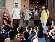 Nova Lima_MG, Brasil..Projeto De Volta pra Casa, em Contagem, Minas Gerais. O projeto visa tirar criancas de abrigos e leva-las de volta aos seus lares. Na foto, assistentes sociais em atividade com criancas do projeto...De volta pra casa project, in Contagem, Minas Gerais. The project aims to get children from shelters and take them back to their homes. In the photo, social workers in activity with children in the project...Foto: LEO DRUMOND / NITRO.