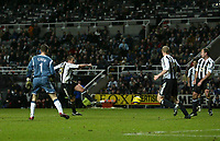 Photo: Andrew Unwin.<br />Newcastle United v Middlesbrough. The Barclays Premiership. 02/01/2006.<br />Newcastle's Lee Clark (2nd, L) scores a late equaliser for his team.