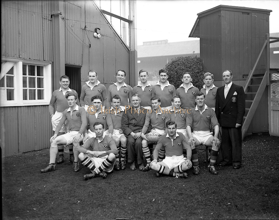 23/11/1952<br /> 11/23/1952<br /> 23 November 1952<br /> Interprovincial Rugby: Munster v Leinster at Lansdowne Road, Dublin. The Munster team.