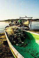 Barco atracado na Lagoa da Conceição. Florianópolis, Santa Catarina, Brasil. / Boat moored at Conceicao Lagoon. Florianopolis, Santa Catarina, Brazil.