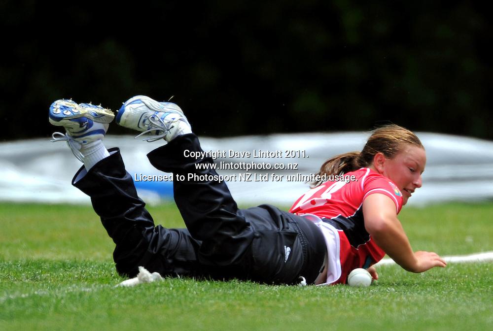 Canterbury's Hayley Jensen stops a ball on the boundary. Women's Twenty20 cricket - Wellington Blaze v Canterbury Magicians at Barton Oval, Upper Hutt, Wellington on Tuesday, 4 January 2011. Photo: Dave Lintott / photosport.co.nz
