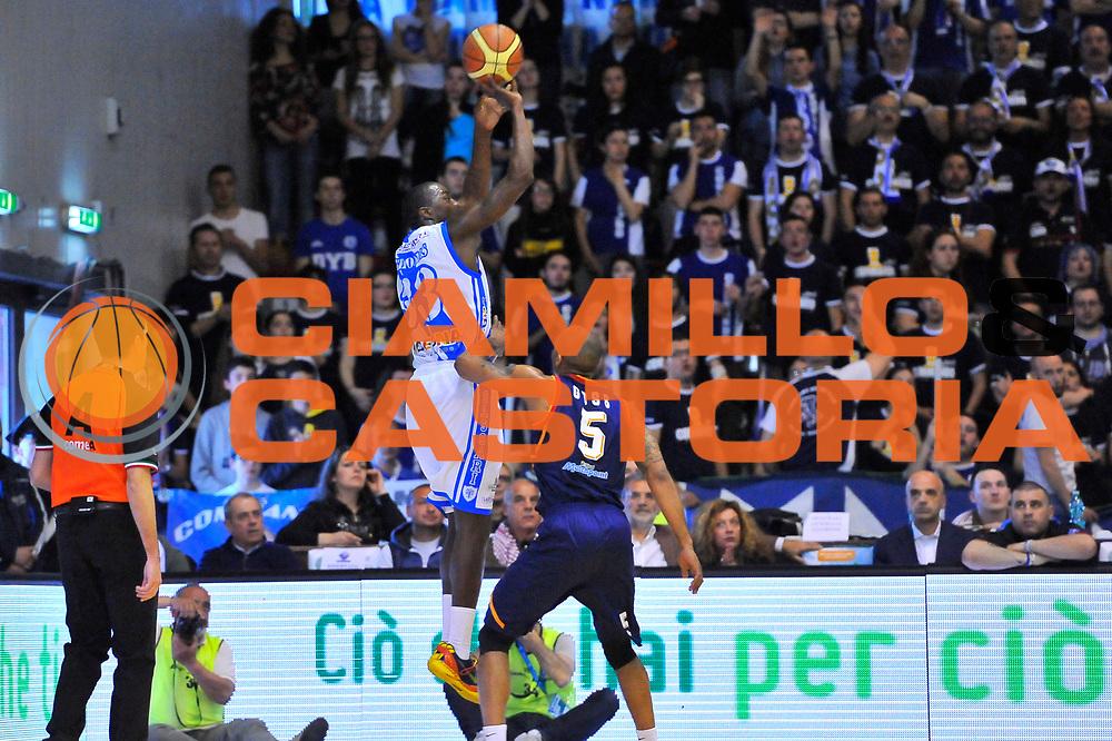 DESCRIZIONE : Campionato 2013/14 Dinamo Banco di Sardegna Sassari - Acea Virtus Roma<br /> GIOCATORE : Omar Thomas<br /> CATEGORIA : Tiro Tre Punti Controcampo<br /> SQUADRA : Dinamo Banco di Sardegna Sassari<br /> EVENTO : LegaBasket Serie A Beko 2013/2014<br /> GARA : Dinamo Banco di Sardegna Sassari - Acea Virtus Roma<br /> DATA : 19/04/2014<br /> SPORT : Pallacanestro <br /> AUTORE : Agenzia Ciamillo-Castoria / Luigi Canu<br /> Galleria : LegaBasket Serie A Beko 2013/2014<br /> Fotonotizia : Campionato 2013/14 Dinamo Banco di Sardegna Sassari - Acea Virtus Roma<br /> Predefinita :