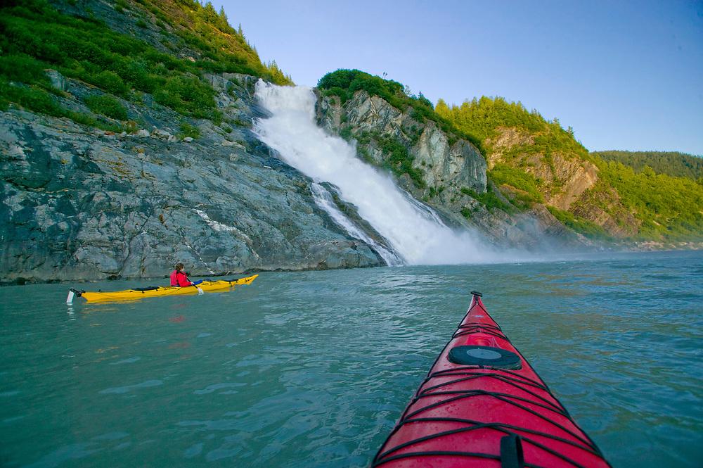 USA, Alaska, Inside Passage, Juneau, Nugget Creek Falls, Kayaking on Mendenhall Lake near Nugget Creek Falls (model released)