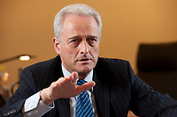 20 JAN 2010, BERLIN/GERMANY:<br /> Peter Ramsauer, CSU, Bundesverkehrsminister, waehrend einem Interview, in seinem Buero, Bundesministerium fuer Verkehr, Bau und Stadtentwicklung<br /> IMAGE: 20100120-01-061<br /> KEYWORDS: Büro