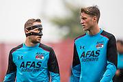 ALKMAAR - 27-07-2016, laatste training AZ voor Europese wedstrijd tegen Pas Giannina , AFAS Stadion, AZ speler Rens van Eijden met masker, AZ speler Wout Weghorst.