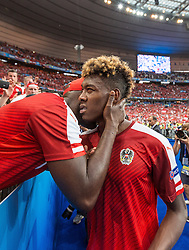 23.06.2016, Stade de France, St. Denis, FRA, UEFA Euro 2016, Island vs Oesterreich, Gruppe F, im Bild David Alaba (AUT) mit Vater George // David Alaba (AUT) with Father George during Group F match between Iceland and Austria of the UEFA EURO 2016 France at the Stade de France in St. Denis, France on 2016/06/23. EXPA Pictures © 2016, PhotoCredit: EXPA/ JFK