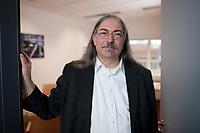 14 MAR 2012, BERLIN/GERMANY:<br /> Michael Sailer, Oeko-Institut, Sprecher der Geschaeftsfuehrung, Vorsitzender der Entsorgungskommission, ESK, und Vorsitzender  der Reaktor-Sicherheitskommission, RSK, in der Tuere zu seinem Buero, Oeko-Institut<br /> IMAGE: 20120314-01-038<br /> KEYWORDS: Öko-Institut