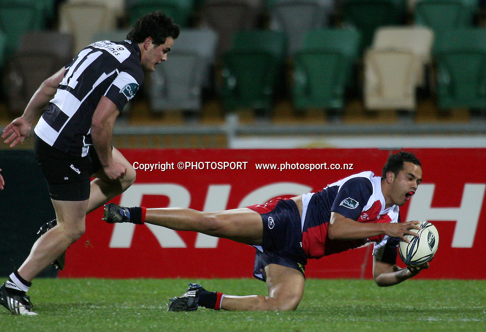 Tasman's Robbie Malneek chases a lose ball under pressure from Zac Guildford. Air NZ Cup Rugby Match - Hawkes Bay v Tasman, McLean Park, Napier, 28 August 2009.  Photo: John Cowpland/PHOTOSPORT