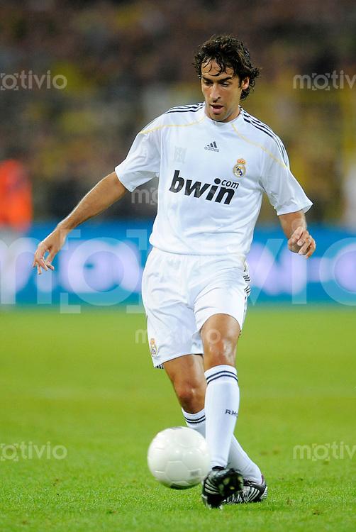 Fussball   International     Freundschaftsspiel     Borussia Dortmund - Real Madrid     19.08.09 RAUL (Madrid), Einzelaktion am Ball.