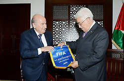 20.05.2015, Ramallah, PSE, FIFA Präsident Blatter besucht Palästina, im Bild der FIFA PRäsident Sepp Blatter bei seinem Palästina Besuch // Palestinian President Mahmoud Abbas meets with Sepp Blatter, President of FIFA, in the West Bank city, of Ramallah, Palestine on 2015/05/20. EXPA Pictures © 2015, PhotoCredit: EXPA/ APAimages/ Osama Falah<br /> <br /> *****ATTENTION - for AUT, GER, SUI, ITA, POL, CRO, SRB only*****