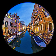 November 29~December 2, 2014  •  Venice, Italy  •  new images for 'aRound Venice'  •  from the bridge at Calle de le Vele & Calle Corrente looking towards Ponte Priuli early evening