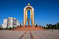 Tadjikistan, Asie centrale, Douchanbé, statue d'Ismail Samani sur la place Dousti, fondateur de la dynastie Samanid// Tajikistan, Central Asia, Douchanbe, Ismail Samani Monument on Dousti Square, founder of the Samanid dynasty