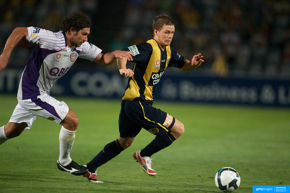 Michael McGlinchey in action during the Central Coast Mariners V Perth Glory A-League match at Gosford, New South Wales, Australia, on Friday, November 27, 2009. Photo Tim Clayton.