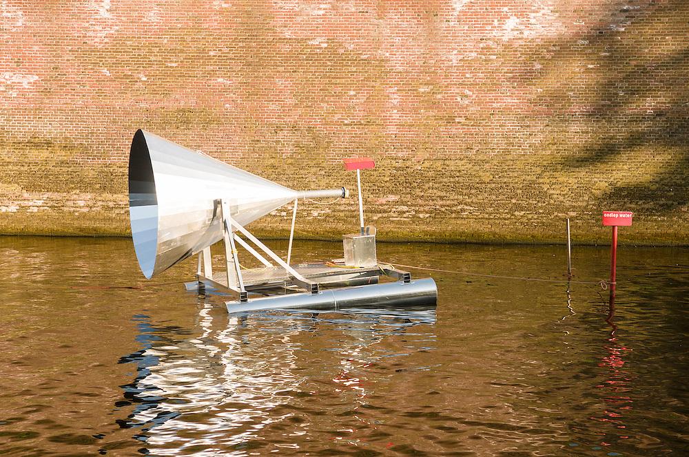 Nederland, Den Bosch, 20130604.<br /> Voorbereidingen van de Bosch Parade bij de Citadel in Den Bosch.<br /> De derde week van juni gaat een hedendaagse stoet van kunstzinnige creaties een route over Bossche wateren afleggen. Het publiek kan de drijvende, peddelende en wadende optocht vanaf oevers en tribunes volgen. Voor deze stoet putten beeldende kunstenaars, vormgevers, componisten, regisseurs, choreografen inspiratie uit werk en gedachtegoed van Jeroen Bosch.<br /> <br /> Netherlands, Den Bosch, 20,130,604. Preparations Bosch Parade at the Citadel in Den Bosch. The third week of June is a procession of contemporary artistic creations a route on the canals of Den Bosch. The public can watch the floating, paddling and wading procession from banks and grandstands. For this procession visual artists, designers, composers, directors, choreographers used inspiration from work and ideas of Hieronymus Bosch.
