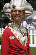 the hon Mrs. Richard Curzon, Royal Ascot Race Meeting. Wednesday 21 June 2006. ONE TIME USE ONLY - DO NOT ARCHIVE  © Copyright Photograph by Dafydd Jones 66 Stockwell Park Rd. London SW9 0DA Tel 020 7733 0108 www.dafjones.com