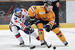 13.11.2010, Olympiahalle, Muenchen, GER, Deutschlandcup , Slovakei vs Deutschland , im Bild  Macho Michal (Slovakia #17) im Kampf mit Kink Marcus (Deutschland #75), EXPA Pictures © 2010, PhotoCredit: EXPA/ nph/  Straubmeier+++++ ATTENTION - OUT OF GER +++++