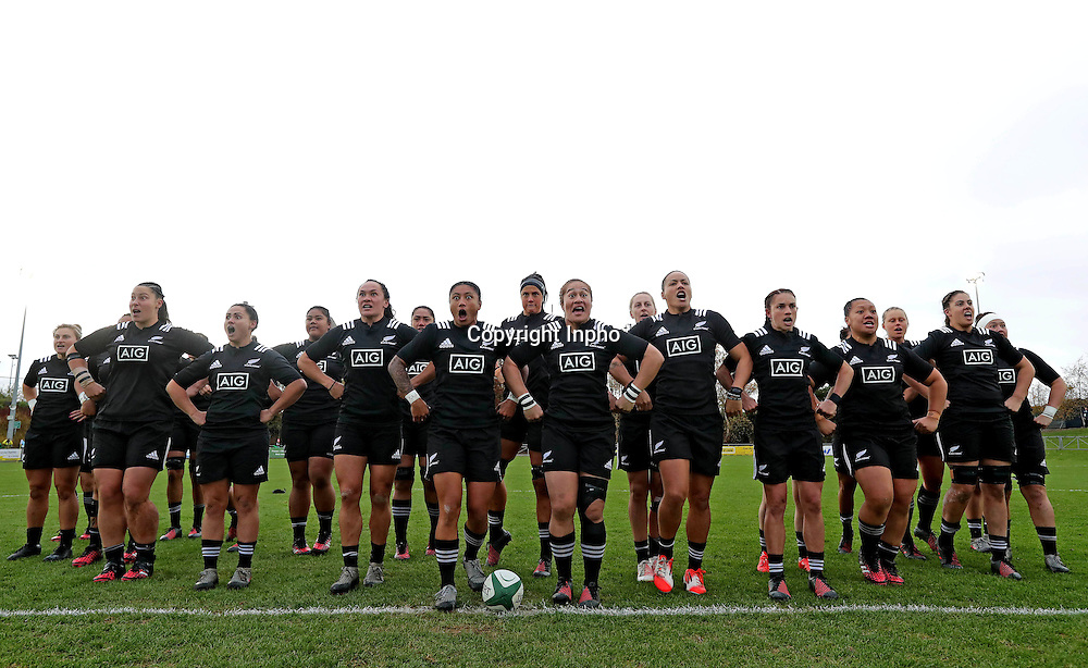 Women's November Series, Belfield Bowl, UCD 27/11/2016<br /> Ireland vs New Zealand <br /> New Zealand perform the Haka<br /> Mandatory Credit &copy;INPHO/Morgan Treacy