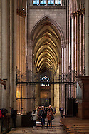 Europa, Deutschland, Koeln, im Dom, Blick ins suedliche Langhaus. - <br /> <br /> Europe, Germany, Cologne, inside the cathedral, view to the outer southern side aisle.