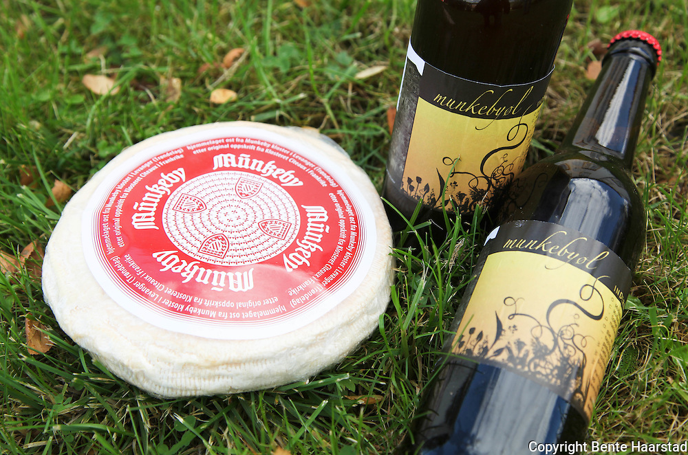 Tthe Munkeby cheese, produced by the monks at monastery in Munkeby, is the product of a meeting between Norwegian milk and the traditional craft of Cistercian monks from the french monastery at Cîteaux in France. The Munkeby beer is made by a local farmer in the monasterys neighbourhood.