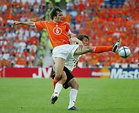 Fotball,Portugal, EM, Euro 2004, 150604, Tyskland-Nederland, <br /> Phillip COCU, Nederland og  Bernd SCHNEIDER, Tyskland<br /> Photo: Digitalsport