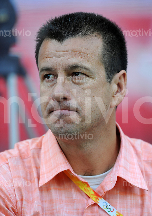 Olympia 2008  Peking  Fussball  Maenner   07.08.2008 Brasilien - Belgien Trainer Carlos DUNGA (BRA).