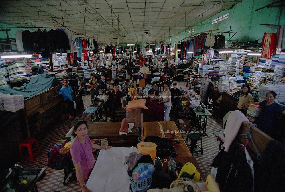 Vietnam, Hoi An:the central taylor market..