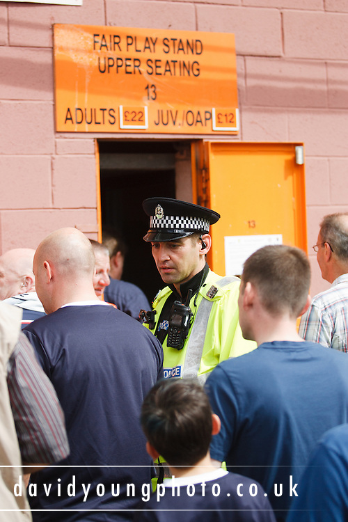 PC Robbie Raeside (formerly a Dundee centre back) polices the Dundee fans before the derby - Dundee United v Dundee, Clydesdale Bank Scottish Premier League at Tannadice.. - © David Young - 5 Foundry Place - Monifieth - DD5 4BB - Telephone 07765 252616 - email: davidyoungphoto@gmail.com - web: www.davidyoungphoto.co.uk