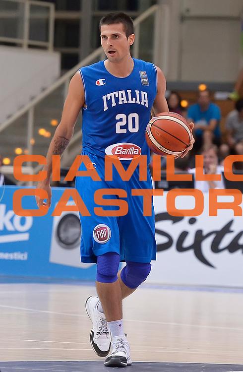 DESCRIZIONE : Trento Nazionale Italia Uomini Trentino Basket Cup Italia Paesi Bassi Italy Netherlands <br /> GIOCATORE : Andrea Cinciarini<br /> CATEGORIA : palleggio<br /> SQUADRA : Italia Italy<br /> EVENTO : Trentino Basket Cup<br /> GARA : Italia Paesi Bassi Italy Netherlands<br /> DATA : 30/07/2015<br /> SPORT : Pallacanestro<br /> AUTORE : Agenzia Ciamillo-Castoria/R.Morgano<br /> Galleria : FIP Nazionali 2015<br /> Fotonotizia : Trento Nazionale Italia Uomini Trentino Basket Cup Italia Paesi Bassi Italy Netherlands