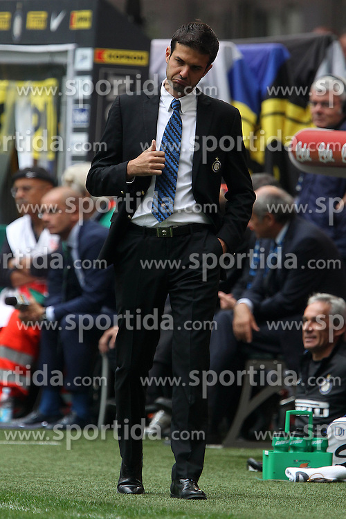 23.09.2012, Giuseppe-Meazza-Stadion, Mailand, ITA, Serie A, Inter Mailand vs AC Siena, 4. Runde, im Bild Andrea Stramaccioni Inter // during the Italian Serie A 4th round match between Inter Milan and AC Siena at the Giuseppe Meazza Stadium, Milan, Italy on 2012/09/23. EXPA Pictures © 2012, PhotoCredit: EXPA/ Insidefoto/ Paolo Nucci..***** ATTENTION - for AUT, SLO, CRO, SRB, SUI and SWE only *****