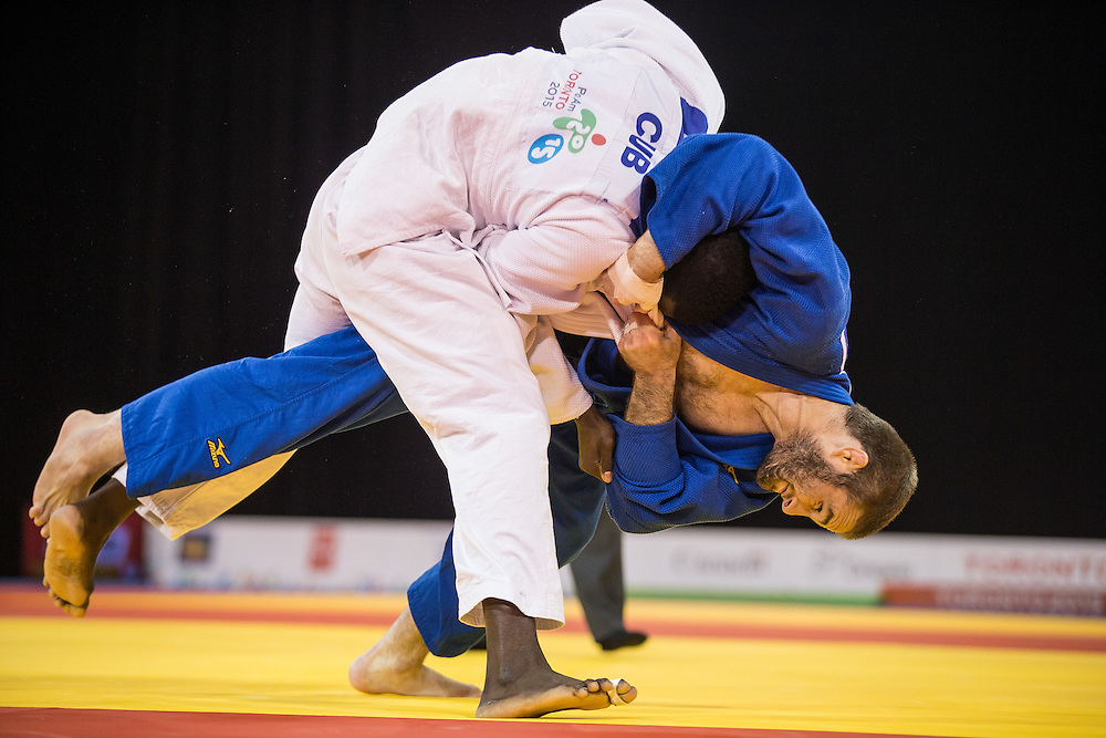 Travis Stevens (R) of the United States throws Ivan Felipe Silva of Cuba during their gold medal contest in the men's judo -81kg class at the 2015 Pan American Games in Toronto, Canada, July 13,  2015. Stevens went on to defeat Silva to take the gold medal. AFP PHOTO/GEOFF ROBINS