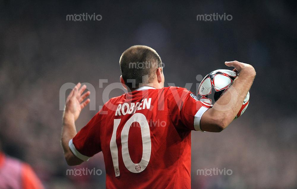 FUSSBALL  International  Champions League  Hinspiel SAISON 2009/2010    FC Bayern  Muenchen - Olympique Lyon      21.04.2010 Arjen Robben (FCB)