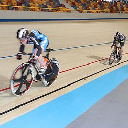 06-11-2016: Wielrennen: NK Teamsprint en Ploegenachtervolging : Apeldoorn  APELDOORN (NED) wielrennen  In het Omnisportcentrum in Apeldoorn werd gestreden om de nationale titels op de ploegenachtervolging en teamsprint. Shanne Braspennincx, Kyra Lamberink onderweg naar de titel
