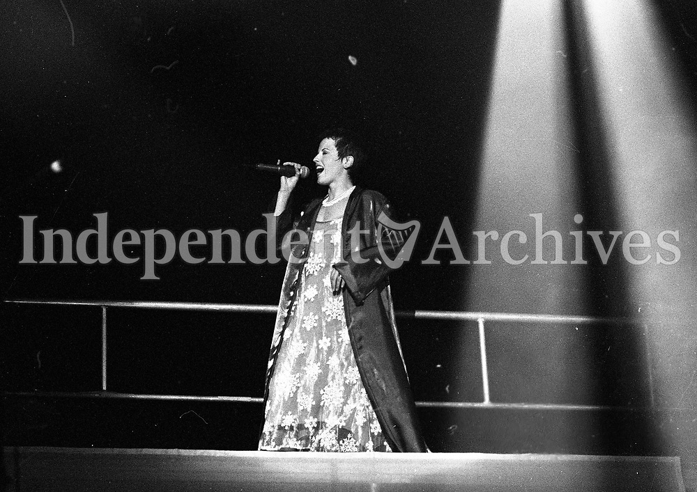 Dolores O'Riordan, Lead Singer of the Limerick Group, The Cranberries on stage in Dublin's Point Depot, 02/06/1995 (Part of the Independent Newspapers Ireland/NLI Collection).