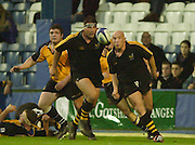 Wycombe. Buck's ENGLAND, Causeway Stadium. Left Craig DOWD and Colin ALLAN eye the ball, during the <br /> Zurich Premiership 11-11-2001<br /> London Wasps v Newcastle Falcons  [Mandatory Credit;Peter SPURRIER/Intersport Image]