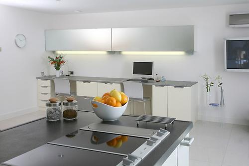 Designer Kitchen Fruit Bowl Hob.