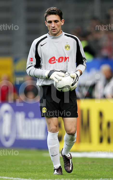 Fussball  1. Bundesliga Saison 2004/2005    Torwart Guillaume WARMUZ enttaeuscht Borussia Dortmund