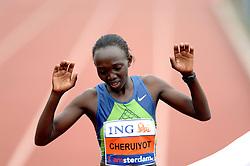 15-10-2006 ATLETIEK: MARATHON AMSTERDAM: AMSTERDAM<br /> Winnares uit Kenia Rose Cheruiyot in een tijd van 2:28:27 zondag tijdens de Amsterdam Marathon<br /> ©2006: WWW.FOTOHOOGENDOORN.NL