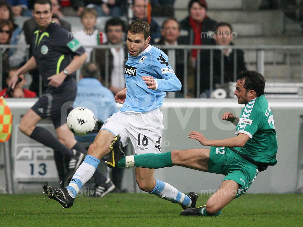 Fussball 2. Bundesliga Saison 2006/2007    26. Spieltag 1860 Muenchen 0-3 FC Augsburg Patrick Moelzl (FC A,re) gegen Markus Thorandt (1860)