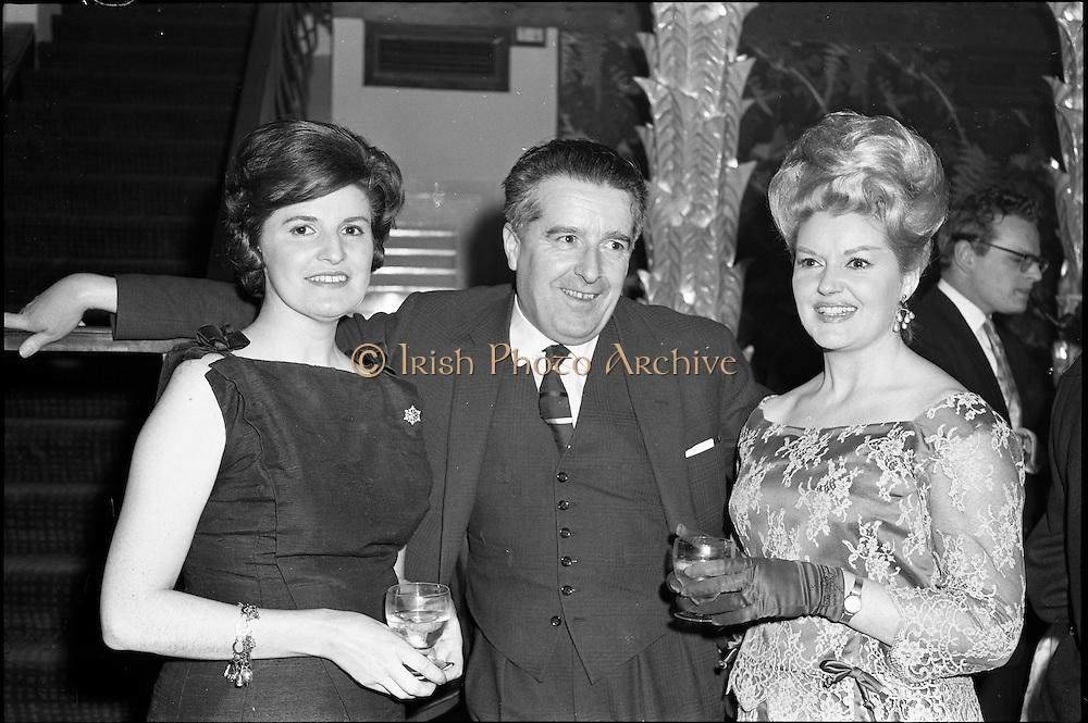 18/04/1962<br /> 04/18/1962<br /> 18 April 1962 <br /> Betty Whelan and Associates Reception at the Gresham Hotel, Dublin. At the event were (l-r): Mrs J. Duggan; Mr Niall Sheridan, (Telifis Eireann) and <br /> Betty Whelan.