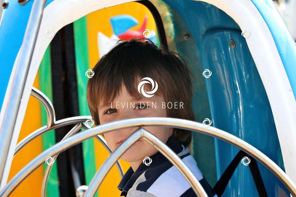 GAMEREN - Koninginnedag in Gameren met een braderie en natuurlijk vrijmarkt voor de kinderen. FOTO LEVIN DEN BOER - PERSFOTO.NU