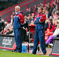 Photo: Leigh Quinnell/Sportsbeat Images.<br /> Charlton Athletic v Hull City. Coca Cola Championship. 22/12/2007. Former Hull boss Phil Parkinson(R) and now Charlton asst manager on the touch line with charlton manager Alan Pardew.