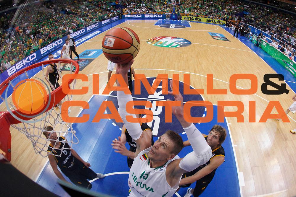 DESCRIZIONE : Vilnius Lithuania Lituania Eurobasket Men 2011 Second Round Lituania Germania Lithuania Germany<br /> GIOCATORE : Robertas Javtokas<br /> SQUADRA : Lituania Lithuania<br /> EVENTO : Eurobasket Men 2011<br /> GARA : Lituania Germania Lithuania Germany<br /> DATA : 11/09/2011 <br /> CATEGORIA : tiro shot special<br /> SPORT : Pallacanestro <br /> AUTORE : Agenzia Ciamillo-Castoria/M.Metlas<br /> Galleria : Eurobasket Men 2011 <br /> Fotonotizia : Vilnius Lithuania Lituania Eurobasket Men 2011 Second Round Lituania Germania Lithuania Germany<br /> Predefinita :
