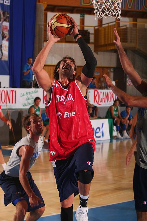 DESCRIZIONE : Bormio Raduno Collegiale Nazionale Maschile Allenamento <br /> GIOCATORE : Christian Di Giuliomaria <br /> SQUADRA : Nazionale Italia Uomini <br /> EVENTO : Raduno Collegiale Nazionale Maschile <br /> GARA : <br /> DATA : 23/07/2008 <br /> CATEGORIA : Tiro <br /> SPORT : Pallacanestro <br /> AUTORE : Agenzia Ciamillo-Castoria/S.Silvestri <br /> Galleria : Fip Nazionali 2008 <br /> Fotonotizia : Bormio Raduno Collegiale Nazionale Maschile Allenamento <br /> Predefinita :