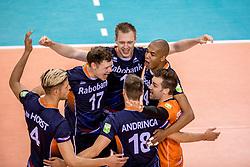 27-05-2017 NED: 2018 FIVB Volleyball World Championship qualification day 4, Apeldoorn<br /> Oostenrijk - Nederland / Vreugde bij Nederland Micha&euml;l Parkinson #17, Daan van Haarlem #1, Nimir Abdelaziz #14