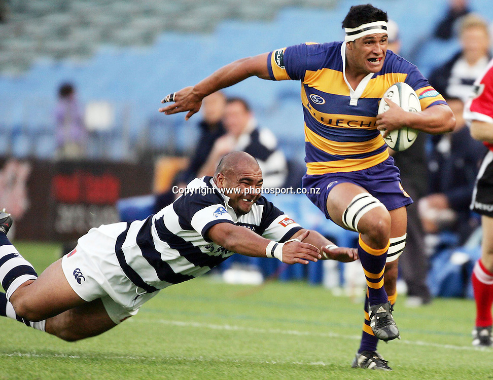 Tanerau Latimer in action during the Air NZ Cup rugby match between Auckland and Bay of Plenty at Eden Park, Auckland, New Zealand on 7 October, 2006. Auckland won the match 47 - 14. Photo: Hannah Johnston/PHOTOSPORT<br /> <br /> <br /> <br /> <br /> 071006