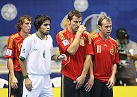 Fussball  International  FIFA  FUTSAL WM 2008   03.10.2008 Vorrunde Gruppe D Libya - Spain Lybien - Spanien Von links BORJA (ESP); Rabie ABDEL (LBY); TORRAS (ESP) und MARCELO (ESP) stehen in einer Mauer.